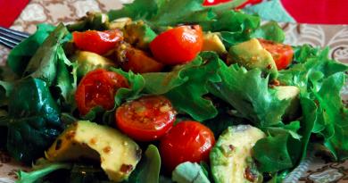 teplyi-salat-s-avokado2